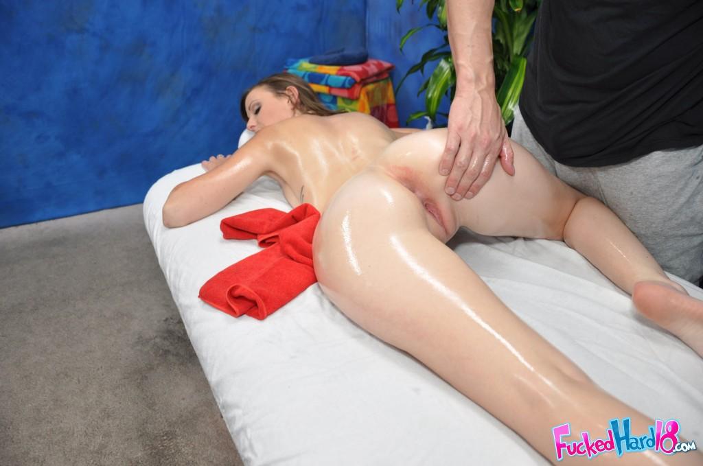 Порно порно встал на массаже ягодицы